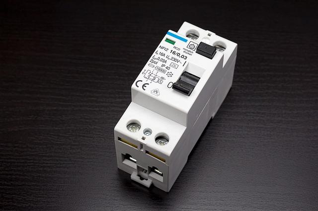 circuit-breakers-1167327_640